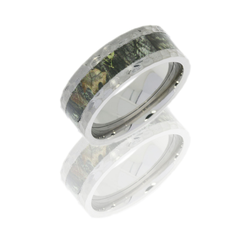 Lashbrook CAMO8F14-MOSSYOAK POLISH Camo Wedding Ring Or