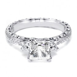 Tacori Crescent 18 Karat Engagement Ring HT2368P