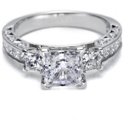 Tacori Crescent 18 Karat Engagement Ring HT243012