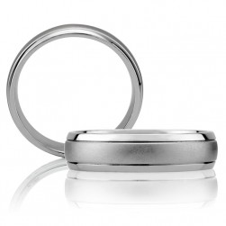 A Jaffe Classic Platinum Wedding Ring BB0009