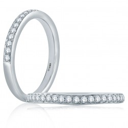 A Jaffe Classic 18 Karat Diamond Wedding Ring MR1569