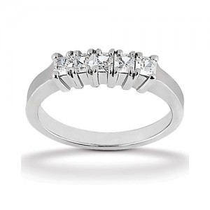 Diamond Five Stone Band 18 Karat Taryn Collection TQD B-0572