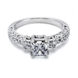 Tacori Crescent 18 Karat Engagement Ring HT2258