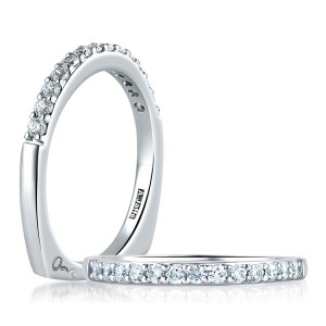 A Jaffe 14 Karat Signature Diamond Wedding Ring MRS279