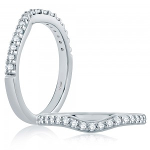 A Jaffe Classic Platinum Diamond Wedding Ring MR1280