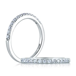 A Jaffe Classic Platinum Wedding Ring MR1401