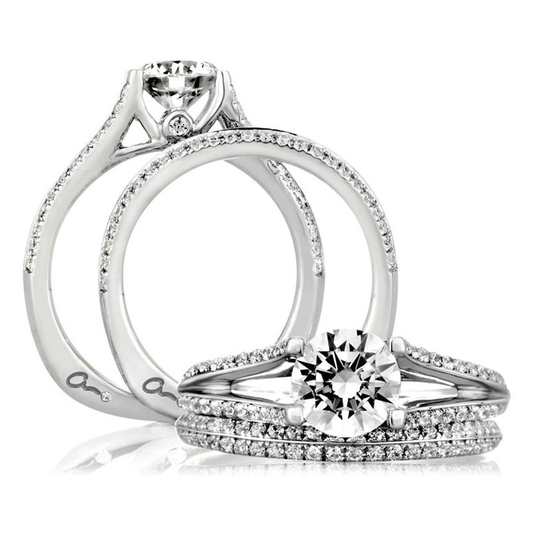 A Jaffe 18 Karat Signature Engagement Ring MES334 Alternative View 3