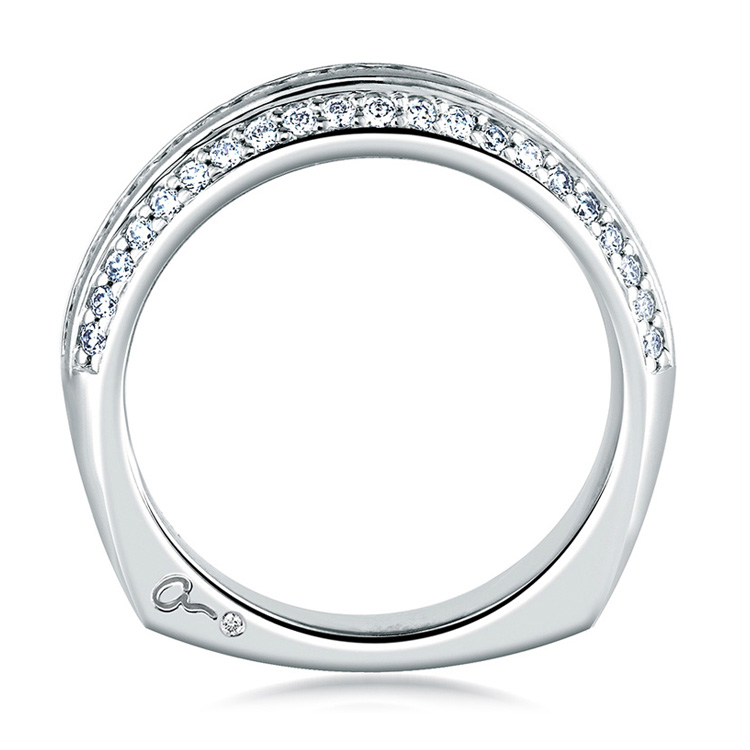 A Jaffe Signature 18 Karat Wedding Ring MRS235 Alternative View 1